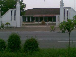 Kantor karesidenan yang berada di seberang SMUN 1 Pati