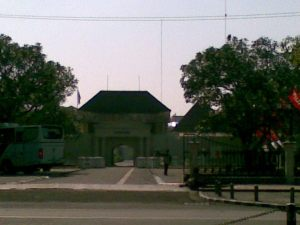 Benteng Vredeburg, tepat di depan istana
