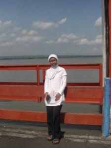Di menara air waduk Batujui, Praya Barat, Lombok Tengah