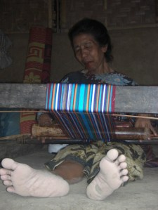 Nenek penenun, penginang dan pengantuk