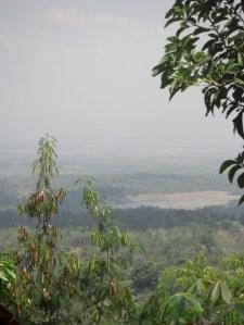 Seloromo yang menyusut, dilihat dari Jollong, yang cokelat di sekeliling air tadinya terisi air juga